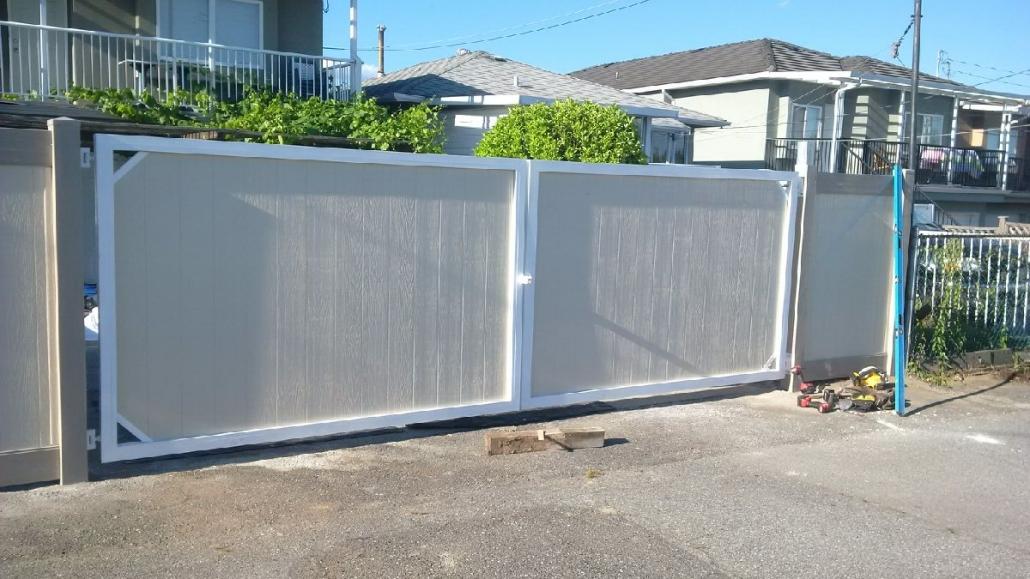 Metal Frame Double Swing Gate