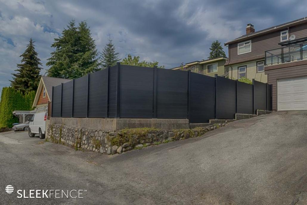 Sleek horizontal aluminum privacy fence - 1