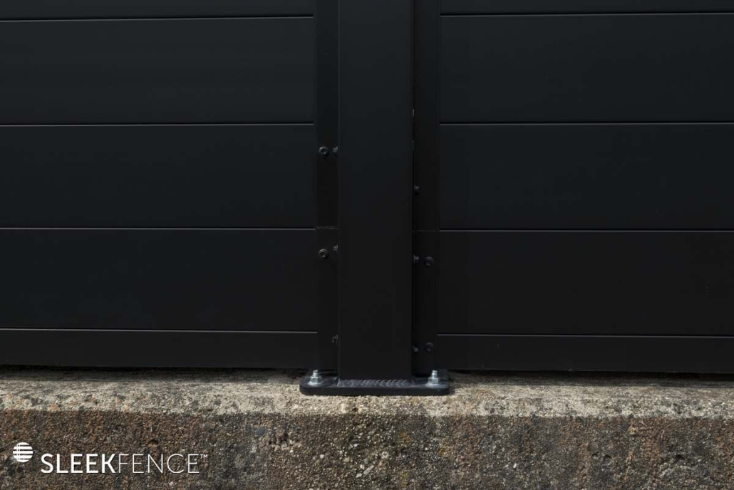 Sleek horizontal aluminum privacy fence - 5